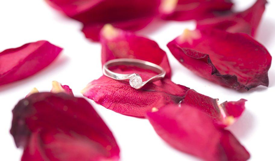 お役立ちトピックス『婚約指輪は一緒に選ぶべき?リング選びのポイントから注意点まで』を公開しました!