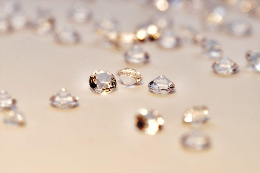 ダイヤモンドってどんなもの?人気があるのはどんなデザイン?そんな疑問にお答えするトピックスを公開しました!
