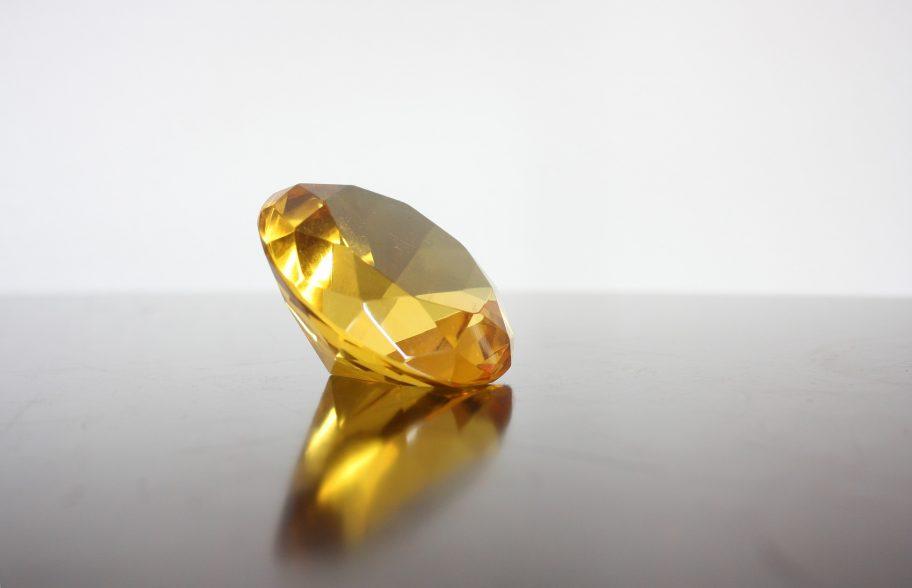 お役立ちトピックス『ダイヤモンドのカラーグレードとは?ファンシーカラーダイヤ・蛍光性についても解説!』のページを公開しました!