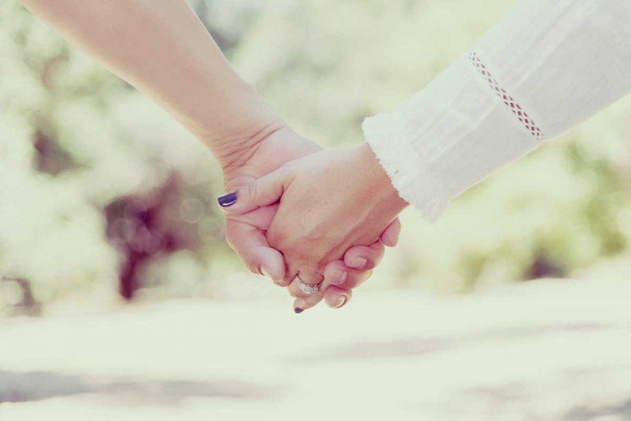 お役立ちトピックス『自分の年収だと婚約指輪の相場はどのくらい?世代・地域別の相場も紹介!』のページを公開しました!