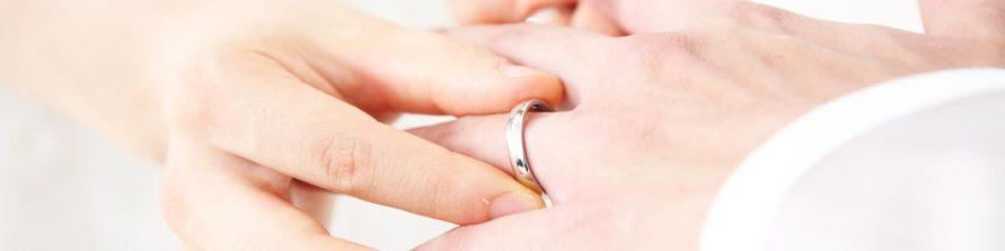お役立ちトピックス『結婚指輪の相場はどれくらい?男女ペアの金額を年代別に詳しく解説!』のページを公開しました!
