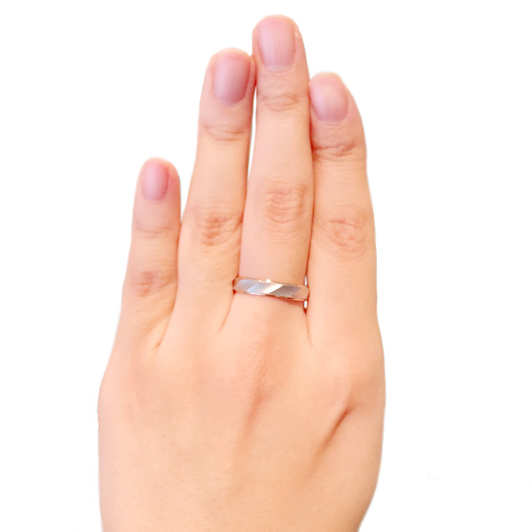 の 意味 右手 薬指