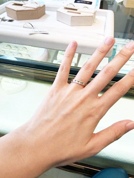 多くの指輪の種類の展示がしてあるため、自分の好みの指輪を一度に探しやすい