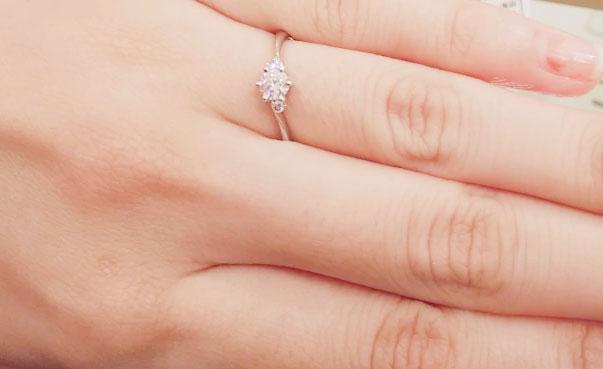 他店でも婚約指輪はいくつか見てきましたが、ダイヤモンドの石だけをじっくりと見られたのはこちらのお店が初めて